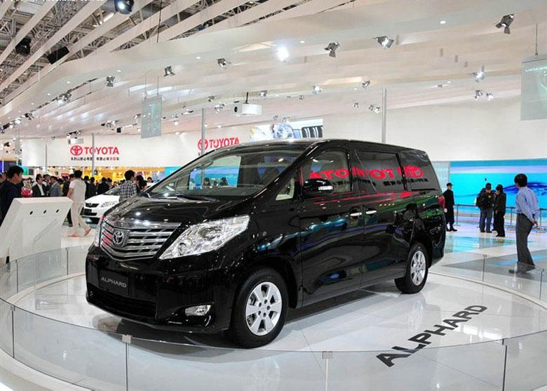 丰田埃尔法的最大卖点是车内超豪华的配备